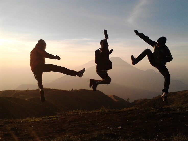 hikers-jumping